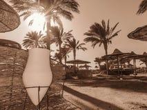 Zand en witte vaas Royalty-vrije Stock Afbeeldingen