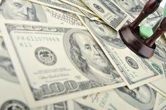 Zand-glas op dollars blauwe toon Stock Afbeelding