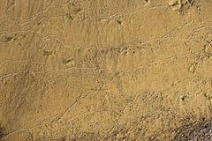 Zand op een strand in close-up met patroon als achtergrond stock foto