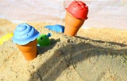 Zandbak met speelgoed royalty-vrije stock afbeelding