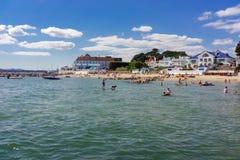 Zandbankenstrand op het uiteinde van Poole-Haven in Dorset Royalty-vrije Stock Foto