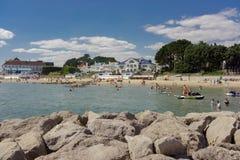 Zandbankenstrand op het uiteinde van Poole-Haven in Dorset Stock Fotografie