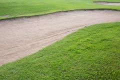 Zandbunker en groen gras Royalty-vrije Stock Fotografie