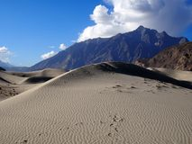 Zandduin in Shigar-woestijn royalty-vrije stock fotografie
