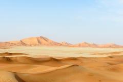 Zandduinen in de woestijn van Oneffenheids al-Khali (Oman) royalty-vrije stock afbeeldingen