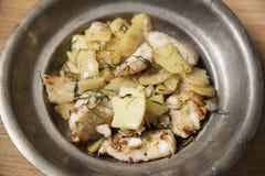 Zander filé som tjänas som med nya potatisar arkivfoto