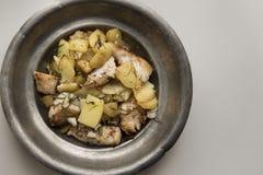 Zander filé som tjänas som med nya potatisar royaltyfri fotografi