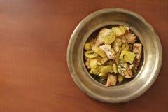 Zander-Leiste gedient mit frischen Kartoffeln Stockfoto