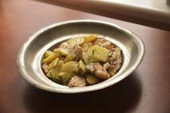 Zander-Leiste gedient mit frischen Kartoffeln Stockbild