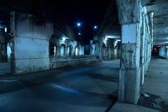 Zanderige donkere de stadsstraat van Chicago bij nacht Royalty-vrije Stock Foto's