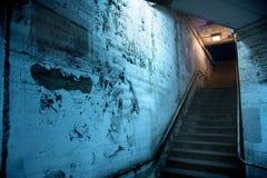Zanderige donkere de stadstrap van Chicago bij nacht Stock Foto's