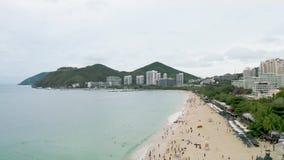 Zandig overzees strand stock video