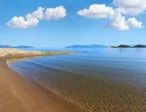 Zandig strand Albanië Stock Afbeelding