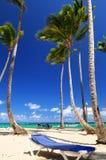 Zandig strand bij de Caraïbische toevlucht Stock Foto's