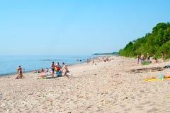 Zandig strand in Klaipeda, Litouwen Stock Fotografie