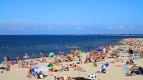 Zandig strand in Kulikovo, de Oostzee Stock Foto