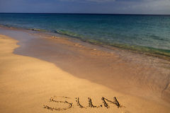 Zandig strand met barteken Royalty-vrije Stock Afbeeldingen