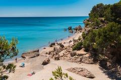 Zandig strand Miami Platja, Tarragona, met blauwe hemel Stock Fotografie