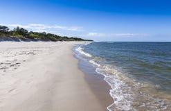 Zandig strand op Hel-Schiereiland, Oostzee, Polen Royalty-vrije Stock Afbeeldingen