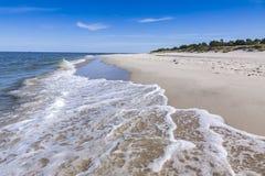 Zandig strand op Hel-Schiereiland, Oostzee, Polen Stock Foto