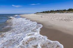 Zandig strand op Hel-Schiereiland, Oostzee, Polen Stock Afbeeldingen
