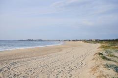 Zandig strand op Portugal royalty-vrije stock afbeeldingen