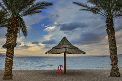 Zandig strand van Eilat na onweer, Israël Stock Foto