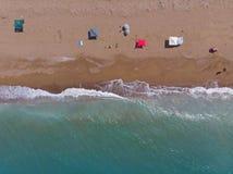 Zandig strand van hierboven, Peloponess - Griekenland royalty-vrije stock fotografie