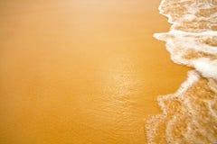 Zandig strand van overzees Royalty-vrije Stock Foto's