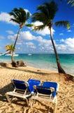 Zandig strand van tropische toevlucht Royalty-vrije Stock Foto's
