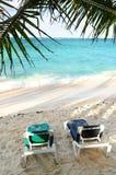 Zandig strand van tropische toevlucht Stock Foto's