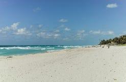 Zandig strand in Varadero, Cuba stock foto's