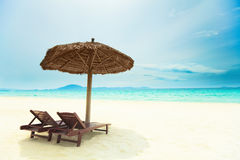 Zandig tropisch strand Stock Afbeelding