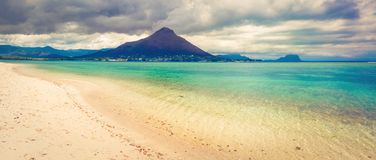 Zandig tropisch strand Mooi landschap Panorama stock foto