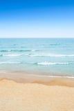 Zandige strand en overzees Royalty-vrije Stock Foto's