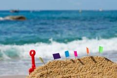 Zandkasteel bij strand Stock Fotografie