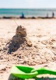 Zandkasteel en spade Royalty-vrije Stock Foto