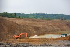 Zandkuil Zand speciaal voor bouw Kuilhoogtepunt van fijne zand en vrachtwagensporen Royalty-vrije Stock Afbeeldingen