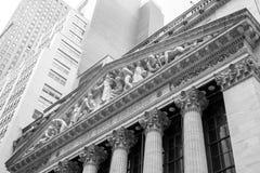 Zandloper, dollar en euro stock foto's