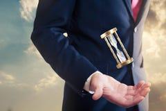 Zandloper, tijdconcept met zakenman Stock Afbeelding