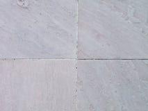 Zandsteenbevloering naast een tuin Detail van zandsteentextuur Stock Afbeelding
