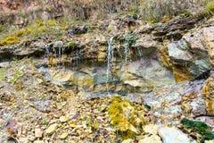 Zandsteenklippen met waterbron Royalty-vrije Stock Afbeelding