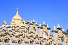 Zandsteenpagode in Pa Kung Temple in Roi Et van Thailand Er is een plaats voor meditatie Stock Fotografie