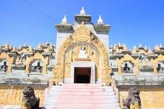 Zandsteenpagode in Pa Kung Temple in Roi Et van Thailand Er is een plaats voor meditatie royalty-vrije stock foto