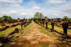 Zandsteenposten van godsdienstige complex van Vatphou in Champasak-provincie, Laos stock foto