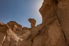 Zandsteenvormingen rond Al Khobar Caves Jebel Qarah, Al Hofuf, Saudi-Arabië stock foto's