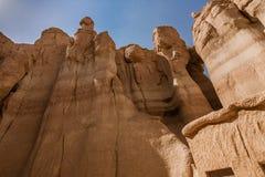 Zandsteenvormingen rond Al Khobar Caves Jebel Qarah, Al Hofuf, Saudi-Arabië royalty-vrije stock fotografie