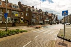 Zandvoort nederländska Juni 10 2017: Arkitektur och gator av den gamla staden Zandvoort är en huvudsaklig havssemesterort och Arkivbild