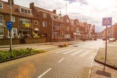 Zandvoort nederländska Juni 10 2017: Arkitektur och gator av den gamla staden Zandvoort är en huvudsaklig havssemesterort och Fotografering för Bildbyråer