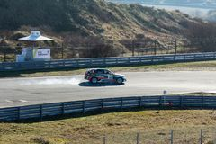 Zandvoort norr Holland/Nederländerna - Februari 23 2019: den 8th strömkretsen Kort-samlar på loppströmkretsen Zandvoort BMW 1 lås arkivfoto